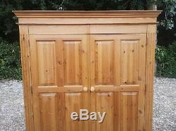 Large 2 Door Solid Pine Wardrobe With 4 Drawers FREE DELIVERY