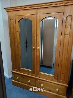Large Pine 2 Door 2 Drawer Wardrobe