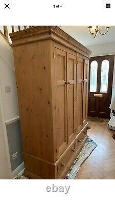 Large Pine Double Wardrobe 4 Door 2 Drawer