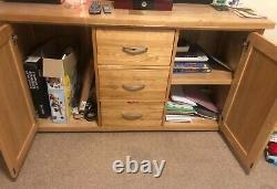 Large solid oak sideboard with 3 drawers and 2 doors